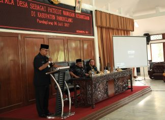 Kepala Badan Kesbangpol dan Perlindungan Masyarakat Pandeglang, Agus Priyadi Mustika, saat memberikan sambutan dalam kegiatan Wawasan Kebangsaan di Pendopo, Kamis (6/7/2017). (Fotographer : Gus)